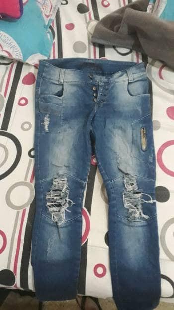 Jeans azul a la cadera