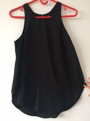 Blusa negra silueta amplia
