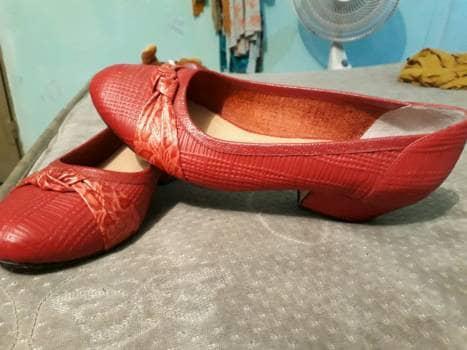Zapatos cerrados rojos