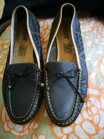 Zapatos azules cuero