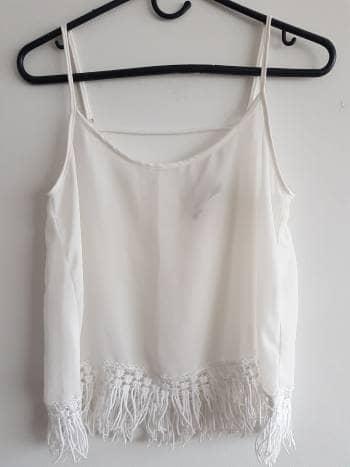 Blusa blanca con flecos